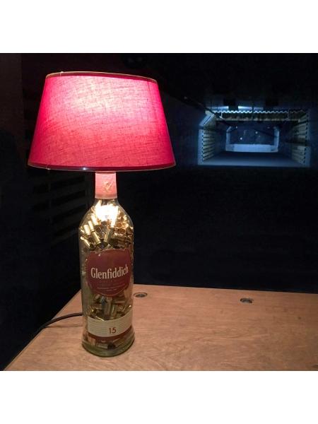 Лампа настільна з гільзами 9х19 Luger у пляшці віскі